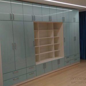 Шкаф стенка с акриловыми фасадами. Фурнитура Blum